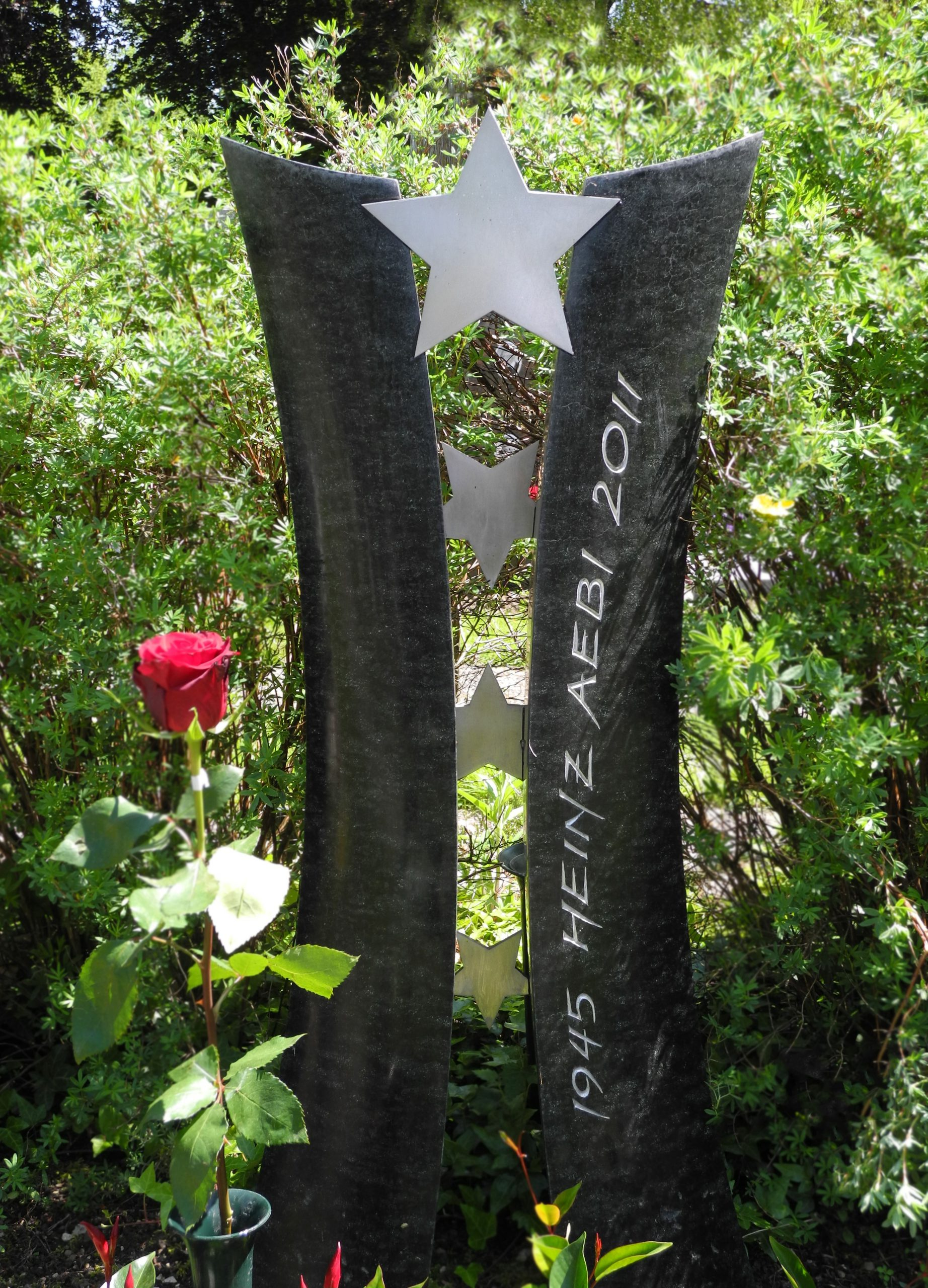 Grabstein zweiteilig mit Chromstahl-Sternen