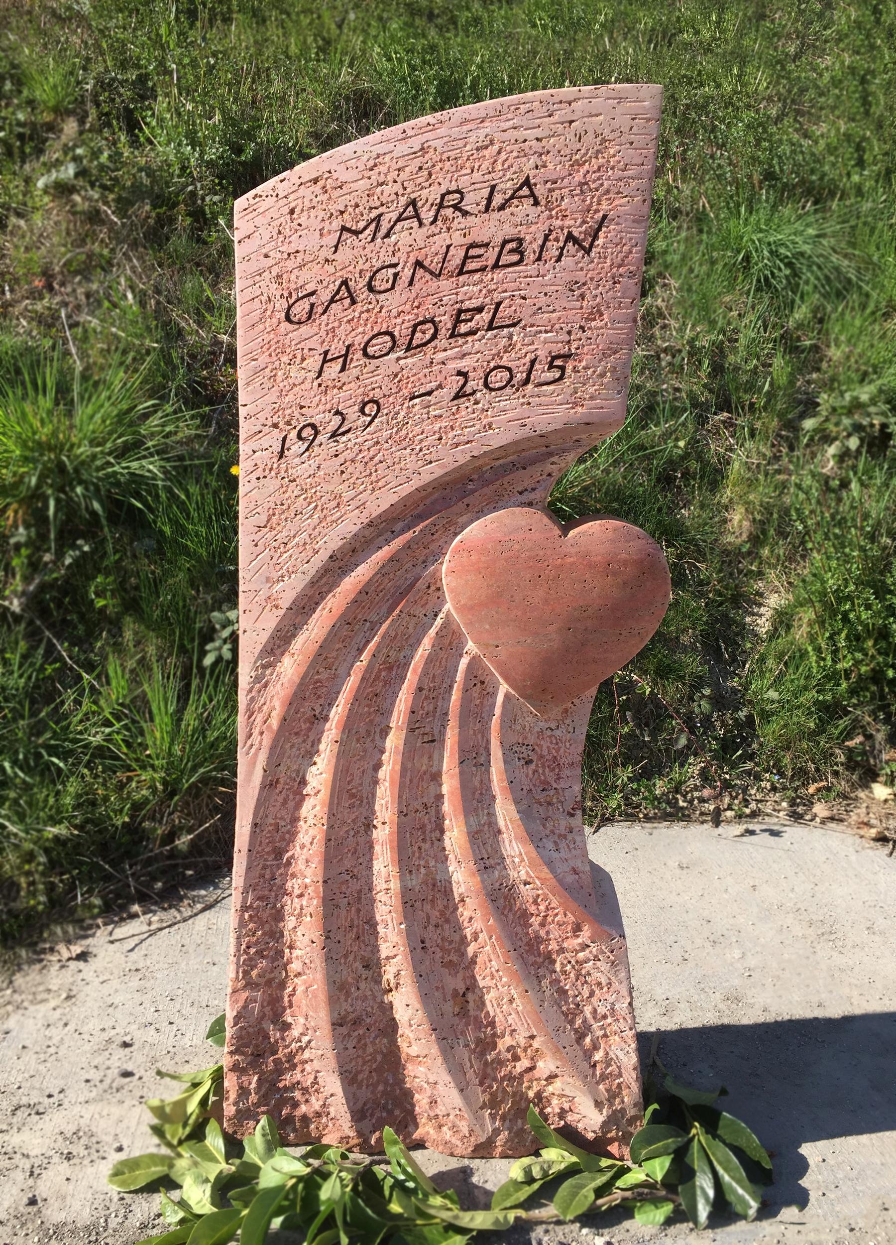 Grabstein aus persischem Travertin mit geschliffenem Herz