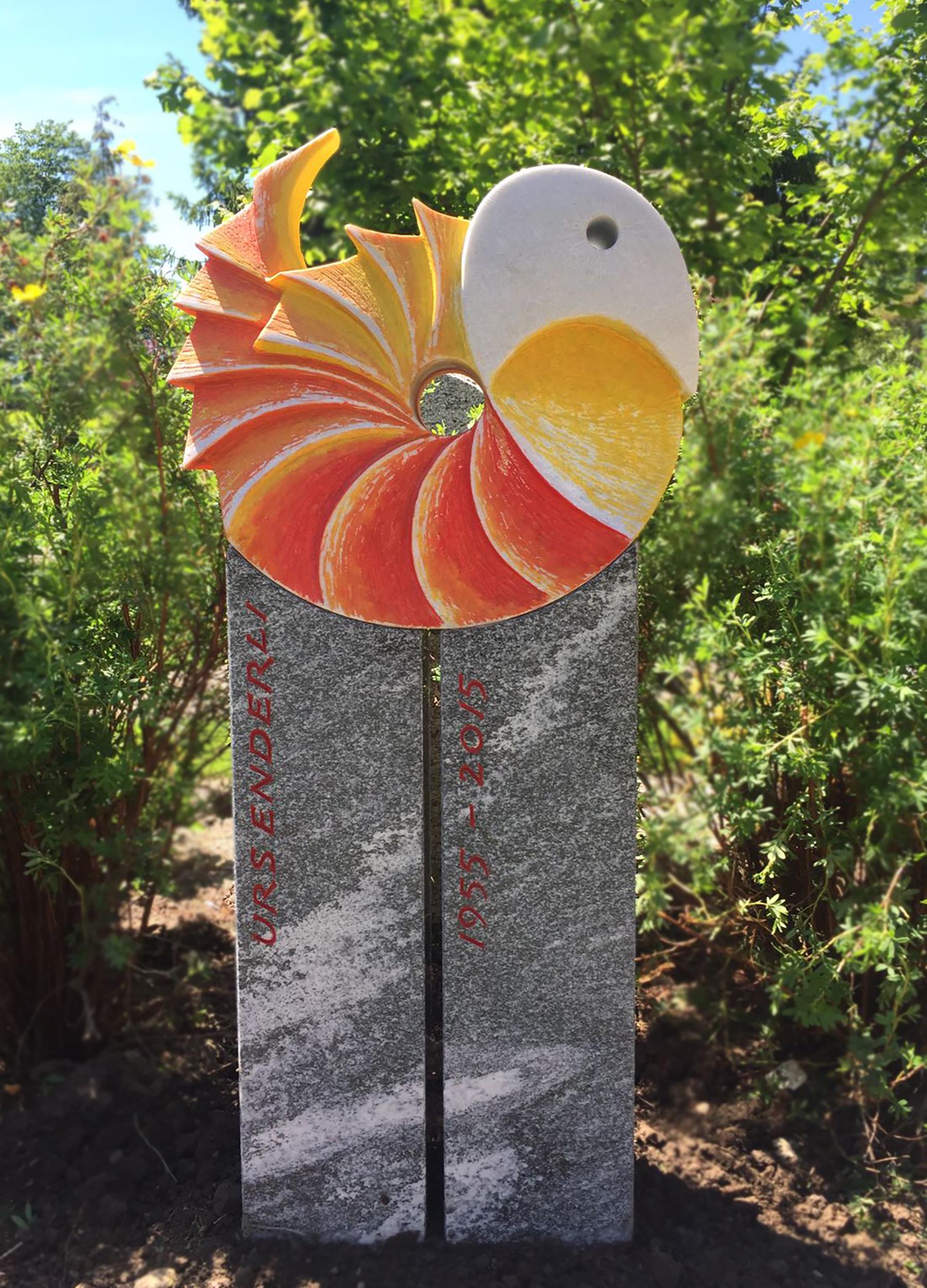 Grabstein mit Paradiesvogel