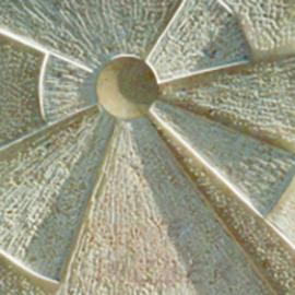 Ausschnitt Kalkstein-Relief Sonne
